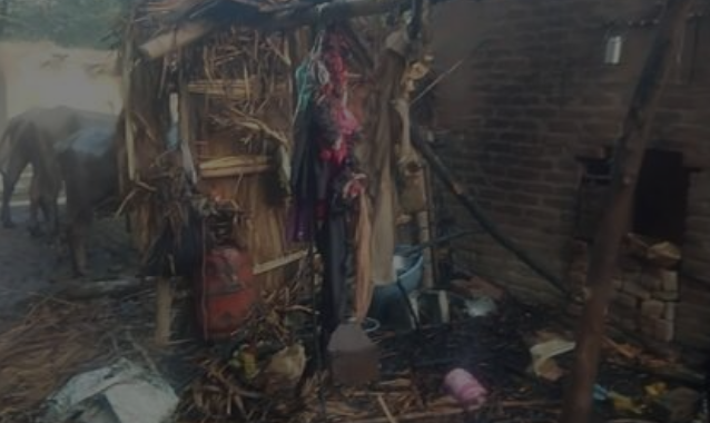 आग लगने से जले चार घर, सामान जल कर खाक