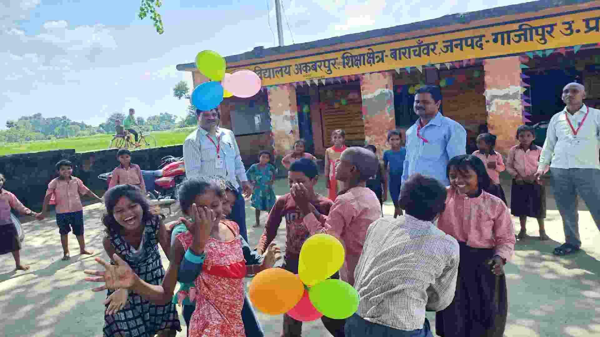 खुल गये विद्यालय बच्चों के चेहरों पर दिखी खुशियां